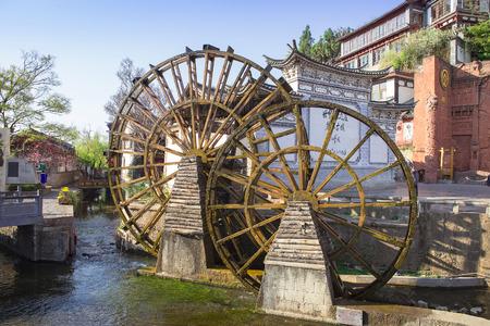 molino de agua: Molino de agua en Lijiang, Yunnan, China. Foto de archivo