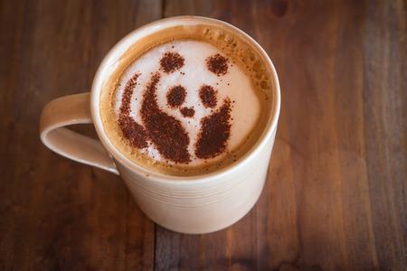 oso panda: Capuchino de café con el oso panda