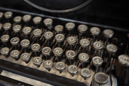 maquina de escribir: Selective focus of old typewriter, retro picture style Foto de archivo