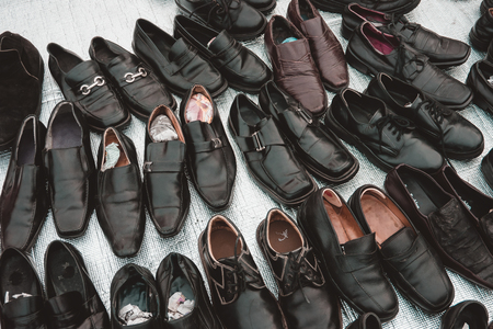 second floor: Many collection second hand leather shoes for men Stock Photo