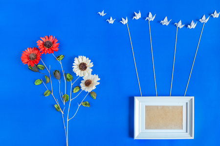 Blank picture frame for picturu or photo with group of bird harmony hanging frame with rope  , Dried flower decoration 版權商用圖片