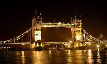 Tower Bridge à Londres la nuit Banque d'images - 2775060