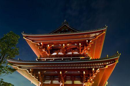 Sensoji, également connu sous le nom Asakusa Kannon, est le plus grand temple de bouddhistes de Tokyo et une attraction majeure pour les japonais et les étrangers  Banque d'images - 6250657