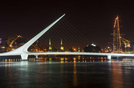 Puerto madero le nouveau quartier moderne à Buenos Aires Argentine nuit  Banque d'images - 7491628