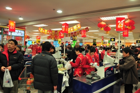 SHANGHAI , CHINA - FEB 01 2008 : Crowded  supermarket in shanghai before chinese new year Editorial