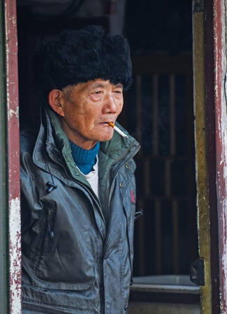 SHANGHAI, Chine - le 02 février 2008 : Portrait du vieil homme chinois  Banque d'images - 8707285