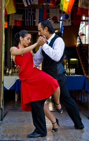 BUENOS AIRES  , ARGENTINA  - APR 10 2009 :  couple dancing tango in the street   Stock Photo - 8722782