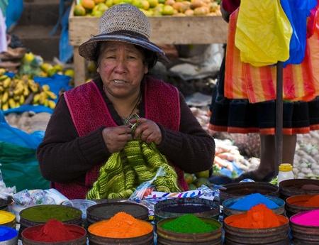 Cusco, Pérou - 27 mai: la femme péruvienne dans un marché à Cusco au Pérou, le 27 mai 2011 Banque d'images - 10580871