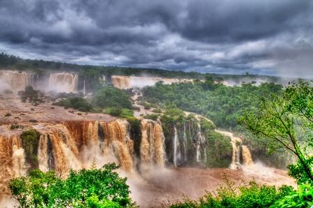 ビュー、イグアスの滝、イグアスの滝は滝ブラジル アルゼンチンとパラグアイの 3 つの国境に位置する地球上の最大のシリーズ
