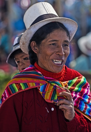 Cusco, Pérou - 28 mai 2011: une femme péruvienne avec ici l'enfant dans un marché à Cusco au Pérou Banque d'images - 10582109