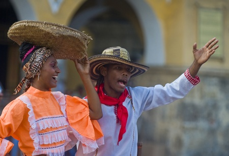 Cartagena de Indias, Colombie - Décembre 22: Danseuses dans la célébration de la présentation du symbole de la ville nouvelle qui s'est tenue à Cartagena de Indias le 22 Décembre 2010 Banque d'images - 10591693