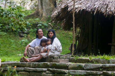 TAYRONA PARK , COLOMBIA - DECEMBER 17 2010 : Indian family sit together at home in a village in  Stock Photo - 10623139