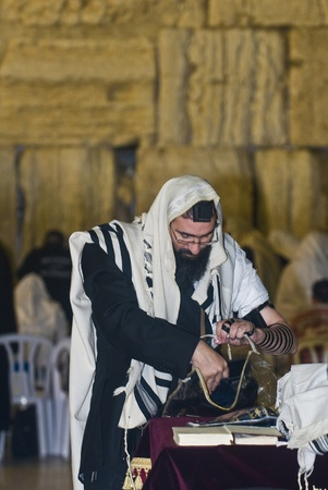 JERUSALEM - SEP 26 : Jewish man prays during the penitential prayers theSelichot , held on September 26 2011 in the Wailing wall  in  Jerusalem , Israel