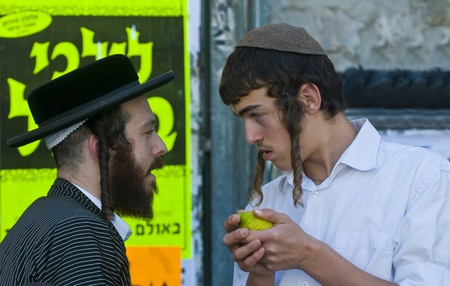 etrog: JERUSALEM - OCTOBER 10 2011 : An ultra-orthodox Jewish man sell Etrog in the market Editorial