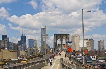 manhatan: NEW YORK - JUNE 30 2011 :View of the Broolyn bridge and the skyline of Manhatan