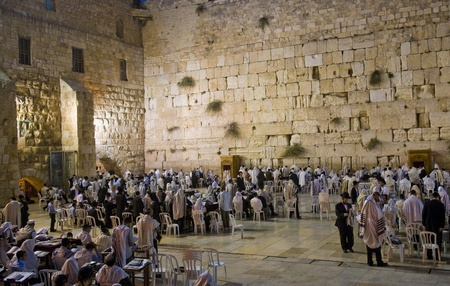 kotel: JERUSALEM - SEP 26 : The Wailing wall during the penitential prayers the