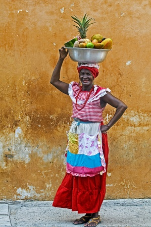 cartagena: CARTAGENA DE INDIAS , COLOMBIA - DEC 21:Unidentified Palenquera woman sell fruts in Cartagena de Indias on December 21 2010,Palenqueras are  a unique African descendat ethnic group found in the north region of South America