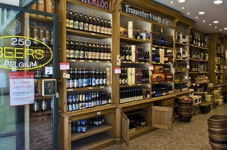 中心ブリュッセル ベルギー ブリュッセル - 2011 年 7 月 2 日: ビール店