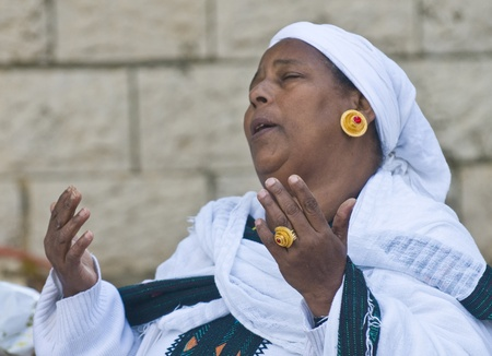 JERUSALEM - NOV 24 : Ethiopian woman prays during the Sigd holiday in Jerusalem . Israel on November 24 2011 , The Jewish Ethiopean community celebrates the Sigd annualy in Jerusalem