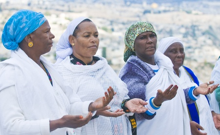 JERUSALEM - NOV 24 : Ethiopian women prays during  the Sigd holiday in Jerusalem . Israel on November 24 2011 , The Jewish Ethiopean community celebrates the Sigd annualy in Jerusalem