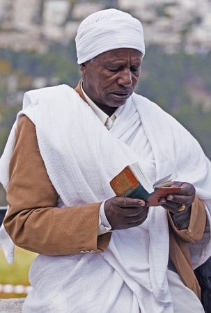 exprassion: JERUSALEM - NOV 24 : Ethiopian jew prays during the Sigd holiday in Jerusalem . Israel on November 24 2011 , The Jewish Ethiopean community celebrates the Sigd annualy in Jerusalem
