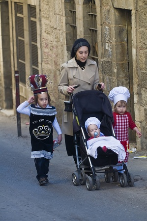 JERUSALEM - MARS 09 : Ultra Orthodox family during Purim in Mea Shearim Jerusalem on Mars 09 2012 , Purim is a Jewish holiday celebrates the salvation of the jews from jenocide in ancient Persia  Stock Photo - 12618669