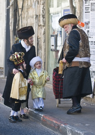 JERUSALEM - MARS 09 : Ultra Orthodox man give presents to a children during Purim in Mea Shearim Jerusalem on Mars 09 2012 , Giving presents to children is a tradition of Purim Stock Photo - 12618659