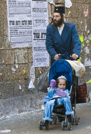 JERUSALEM - MARS 08 : Ultra Orthodox family during Purim in Mea Shearim Jerusalem on Mars 09 2012 , Purim is a Jewish holiday celebrates the salvation of the jews from jenocide in ancient Persia  Stock Photo - 12618674