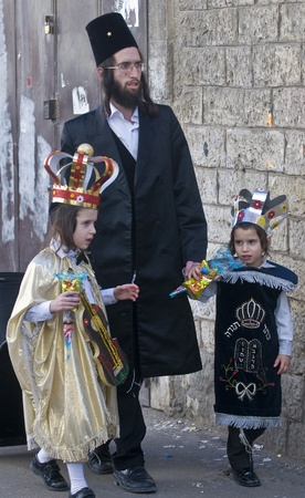 JERUSALEM - MARS 08 : Ultra Orthodox family during Purim in Mea Shearim Jerusalem on Mars 09 2012 , Purim is a Jewish holiday celebrates the salvation of the jews from jenocide in ancient Persia  Stock Photo - 12618667