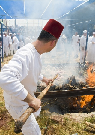 gerezim: NABLUS , PALESTINIAN TERRITORY - MAY 04 : Member of the ancient Samaritan community during the traditional Passover sacrifice in Mount Gerizim near the west bank city of Nablus on May 04 2012 Editorial
