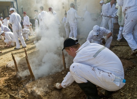 gerezim: NABLUS , PALESTINIAN TERRITORY - MAY 04 : Members of the ancient Samaritan community during the traditional Passover sacrifice in Mount Gerizim near the west bank city of Nablus on May 04 2012