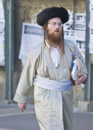 hasidim: JERUSALEM - MARS 09 : Ultra Orthodox man holding Mishloach Manot during Purim in Mea Shearim Jerusalem on Mars 09 2012 , Mishloach Manot is traditional food gifts given during Purim Editorial