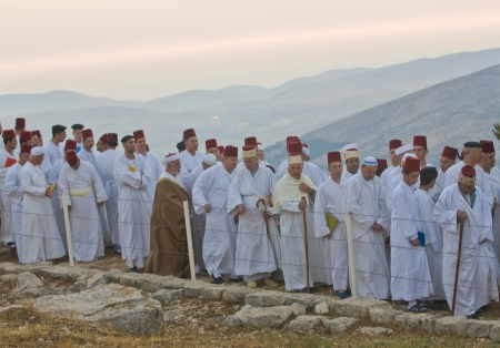 nablus: NABLUS, WEST BANK - JUNE 24 : Members of the ancient Samaritan community during the holy day of Shavuot in Mount Gerizim on June 24 2012, Shavuot is an holyday commemoretas the anniversary of the day god have given the Torah to the Israelites