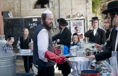 hasidic: JERUSALEM - APRIL 05 : An Ultra Orthodox man is preparing to the Jewish holiday of Passover by purifacation of the dishes in Jerusalem Israel on April 05 2012 Editorial