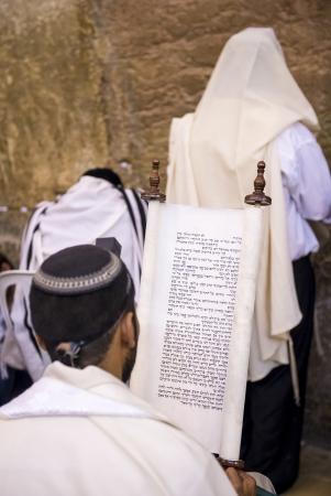 wailling: JERUSALEM - JULY 29 : Jewish men prays in the Wailing wall during the Jewish holyday of Tisha Bav , on July 29 2012 in old Jerusalem , Israel  Editorial