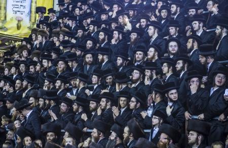 sukkot: Bnei Brak, ISRAELE - OCT 01: ebrei ortodossi della dinastia chassidica Vizhnitz festeggia il beit Simchat Hashoeivah a Bnei Brak Israeel il 01 ottobre 2012, E 'una celebrazione speciale in possesso di ebrei durante Sukkot