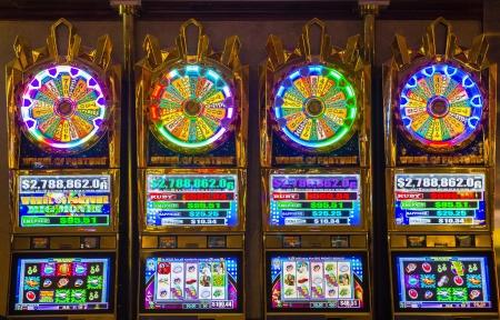 LAS VEGAS - 08 novembre: casino Intérieur et de machines à sous sur Novembre 08 2012, à Las Vegas. Las Vegas en 2012 devrait battre le record de tous les temps visiteur volume de 39-millions de visiteurs en plus Banque d'images - 16463054
