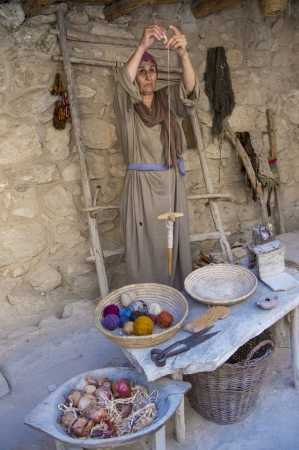 NAZARETH, ISRAEL - OCT 15 : Palestinian traditional weaver in October 15 2012 at Nazareth Village, historical re-creation of Nazareth as it was at the time of Christ Stock Photo - 16994311