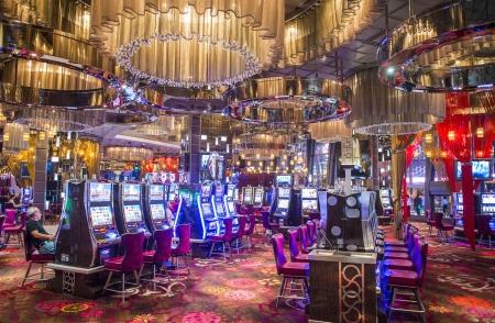 LAS VEGAS - DEC 08: casino Intérieur et de machines à sous sur Décembre 05 2012, à Las Vegas. Las Vegas en 2012 devrait battre le record de tous les temps visiteur volume de 39-millions de visiteurs en plus Banque d'images - 17003778