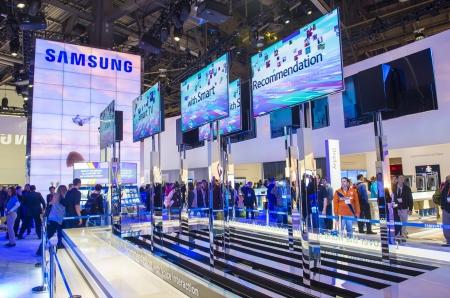 LAS VEGAS - 1 月 11 日: 2013 年 1 月 11 日、ラスベガスで開催された CES ショーでサムスンのブース CES は、世界の主要な消費者電子ショーと、世界中から