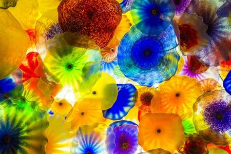 comprised: LAS VEGAS - DEC 05: Il soffitto soffiato a mano fiori di vetro presso l'Hotel Bellagio il 05 dicembre 2012 a Las Vegas. � composto di 2.000 fiori di vetro dallo scultore vetro Dale Chihuly
