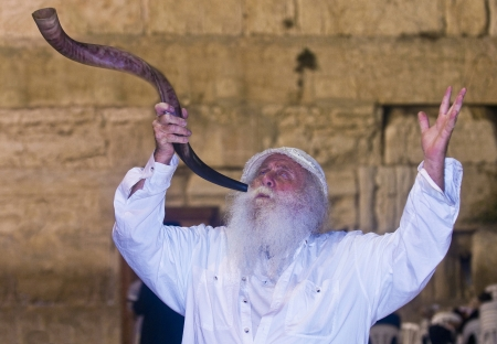 JERUSALEM - SEP 26 : Jew blowing in Shofar during the penitential prayers the Selichot , held on September 26 2011 in the Wailing wall  in  Jerusalem , Israel