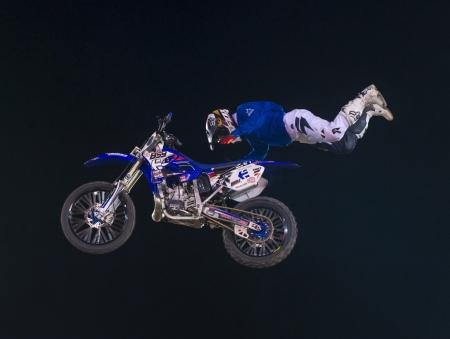 motorcross: RENO, EE.UU. - 30 de junio: conductor no identificado dando demostraci�n de motocross FMX como parte del Reno Rodeo de Rodeo Profesional celebrado en Reno, EE.UU. el 30 de junio de 2013