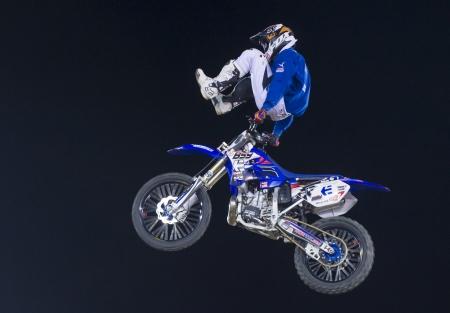motorcross: RENO, EE.UU. - 30 de junio: conductor no identificado dando demostraci�n de motocross FMX como parte del Reno Rodeo de Rodeo Profesional celebrado en Reno, EE.UU. el 30 de junio 2013