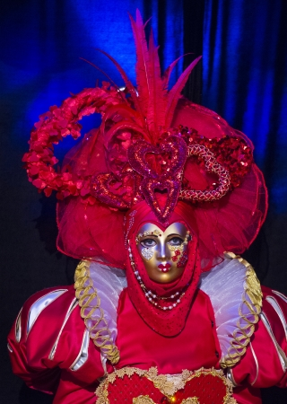 carnevale: LAS VEGAS - JULY 16 : Performer with Venetian style mask at the Carnevale experience festival in the Venetian Hotel in Las Vegas on July 16, 2013.