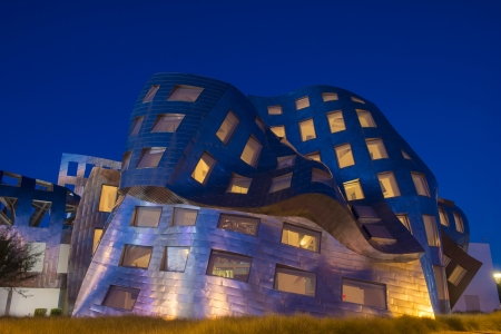 frank gehry: LAS VEGAS - NOV 24 : The Cleveland Clinic Lou Ruvo Center for Brain Health in downtown Las Vegas Nevada on November 24 2013 , the modern building designed by the architect Frank Gehry  Editorial