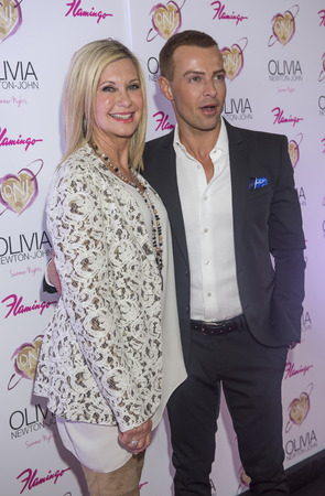 lak�hely: LAS VEGAS, - APRIL 11: Entertainer Olivia Newton-John (L) and actress Joey Lawrence attends the grand opening of her residency show Summer Nights at Flamingo Las Vegas on April 11, 2014 Sajtókép