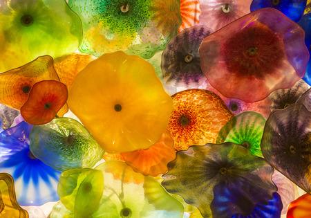 comprised: LAS VEGAS - 18 settembre: La soffiato a mano fiori di vetro del soffitto presso il Bellagio Hotel il 18 settembre 2014 a Las Vegas. � composto da 2.000 fiori di vetro dallo scultore del vetro Dale Chihuly