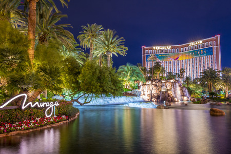 a mirage: LAS VEGAS - MARCH 18 : The Mirage Hotel artificial volcano and Treasure Island hotel and casino on March 18 , 2015 in Las Vegas.  This Caribbean themed resort has an hotel with 2,884 rooms. Editorial