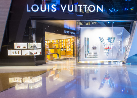 louis vuitton: LAS VEGAS - MARCH 26 : Exterior of a Louis Vuitton store in Las Vegas strip on March 26 , 2015. The Louis Vuitton company operates in 50 countries with more than 460 stores worldwide